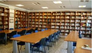 La biblioteca, con una dotazione di 7.500 volumi circa