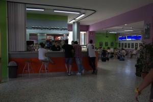 Il caffè Ipazia con il bar interno alla scuola che funge anche da area ristoro oltre che luogo per ppuntamenti culturali