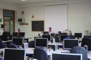 Uno dei due laboratori di informatica, ciascuno dotato di 24 postazioni utente